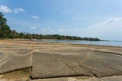 Μια άλλη πλευρά της πέτρινης και απολιθωμένης παραλίας, πόλη Krabi, Ταϊλάνδη στοκ εικόνες