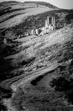 Μια άνεμος πορεία που οδηγεί σε Corfe Castle σε Swanage στοκ εικόνες με δικαίωμα ελεύθερης χρήσης