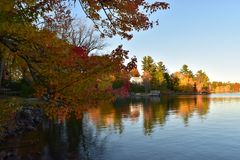Μια άποψη από τη λίμνη Στοκ εικόνες με δικαίωμα ελεύθερης χρήσης