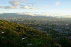 Μια άποψη επάνω από το San Jose νωρίς το πρωί στο θερμό φως του ήλιου Στοκ εικόνα με δικαίωμα ελεύθερης χρήσης