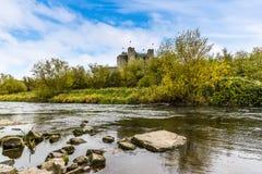 Μια άποψη κατά μήκος των όχθεων του ποταμού Boyne στην περιποίηση, Ιρλανδία στοκ εικόνες με δικαίωμα ελεύθερης χρήσης