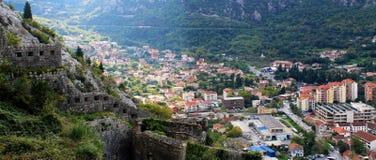 Μια άποψη σε Kotor από έναν λόφο στοκ εικόνες