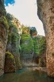 Μια άποψη στον ποταμό Guadalevin στο φαράγγι φαραγγιών EL Tajo από το bott στοκ εικόνα με δικαίωμα ελεύθερης χρήσης