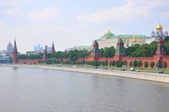 Μια άποψη στο Κρεμλίνο από τον ποταμό της Μόσχας, Μόσχα, Russi Στοκ φωτογραφία με δικαίωμα ελεύθερης χρήσης