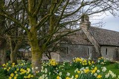 Μια άποψη της εκκλησίας του ST Mary σε Ampney ST Mary, Gloucestershire στοκ εικόνες