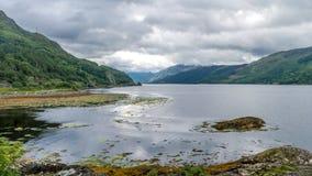 Μια άποψη της λίμνης Duich από το Eilean Donan Castle στοκ εικόνες