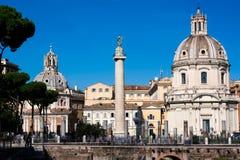 Μια άποψη της παλαιάς πόλης της Ρώμης από το φόρουμ του Trajan, Ρώμη, Ιταλία στοκ φωτογραφία