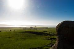 Μια άποψη του εδάφους λιβαδιού από τους βράχους ελεφάντων επάνω από την παραλία Καλιφόρνια του Dillon Στοκ φωτογραφίες με δικαίωμα ελεύθερης χρήσης
