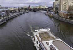 Μια άποψη του Κρεμλίνου από την πατριαρχική γέφυρα Στοκ Εικόνες