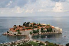 Μια άποψη του νησιού Sveti Stefan σε μια νεφελώδη ημέρα, Μαυροβούνιο Στοκ φωτογραφία με δικαίωμα ελεύθερης χρήσης