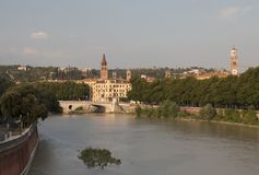 Μια άποψη του ποταμού Adige στη Βερόνα Στοκ φωτογραφία με δικαίωμα ελεύθερης χρήσης