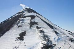 Μια άποψη του τρέχοντος κώνου του ηφαιστείου Karymsky από ένα ελικόπτερο Στοκ Φωτογραφία