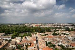 Μια άποψη των στεγών πέρα από μια γαλλική πόλη στοκ φωτογραφία