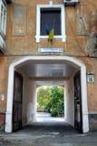 Μια άποψη των χαρακτηριστικών απομακρυσμένων παλαιών οδών Kherson στοκ φωτογραφίες