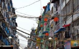 Μια άποψη archtecture οδών με το αποικιακό κτήριο στην πόλη Yangon Στοκ φωτογραφία με δικαίωμα ελεύθερης χρήσης