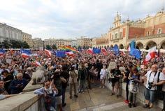 Μια άλλη ημέρα σε χιλιάδες της Κρακοβίας άνθρωποι διαμαρτύρεται ενάντια στην παραβίαση το συνταγματικό νόμο στην Πολωνία Στοκ φωτογραφίες με δικαίωμα ελεύθερης χρήσης