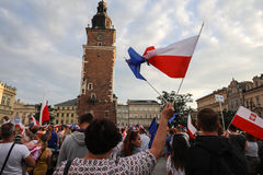 Μια άλλη ημέρα σε χιλιάδες της Κρακοβίας άνθρωποι διαμαρτύρεται ενάντια στην παραβίαση το συνταγματικό νόμο στην Πολωνία Στοκ Εικόνες