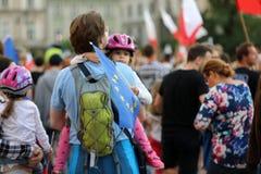 Μια άλλη ημέρα σε χιλιάδες της Κρακοβίας άνθρωποι διαμαρτύρεται ενάντια στην παραβίαση το συνταγματικό νόμο στην Πολωνία Στοκ Φωτογραφία
