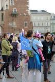 Μια άλλη ημέρα σε χιλιάδες της Κρακοβίας άνθρωποι διαμαρτύρεται ενάντια στην παραβίαση το συνταγματικό νόμο στην Πολωνία Στοκ εικόνα με δικαίωμα ελεύθερης χρήσης