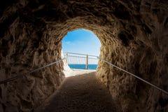 Μια έξοδος σπηλιών σε Rosh Hanikra - το Ισραήλ Στοκ Εικόνες
