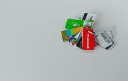Μια δέσμη των καρτών ανταμοιβών συνδέθηκε με μια βασική αλυσίδα Στοκ Εικόνες