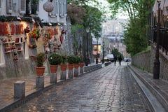 Μια ήρεμη οδός σε Montmartre Στοκ εικόνες με δικαίωμα ελεύθερης χρήσης