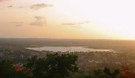 Μια λίμνη που βλέπει από Nrupatunga Betta, Hubli, Karnataka Στοκ Εικόνα