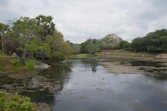 Μια λίμνη του μαύρου νερού Mihintale, Σρι Λάνκα στοκ εικόνα