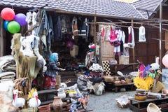 Μια αγορά αναμνηστικών ακρών του δρόμου που βρίσκεται όχι μακριά από την πόλη Brasov στη Ρουμανία Στοκ Εικόνα