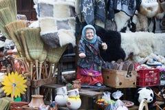 Μια αγορά αναμνηστικών ακρών του δρόμου που βρίσκεται όχι μακριά από την πόλη Brasov στη Ρουμανία Στοκ Εικόνες