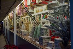 Μια αγορά Χριστουγέννων στην οδό στοκ φωτογραφία