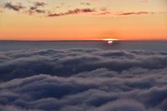 Μια ανατολή είναι επάνω από τα σύννεφα Στοκ φωτογραφίες με δικαίωμα ελεύθερης χρήσης