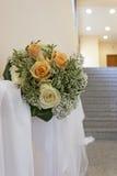 Μια ανθοδέσμη των κίτρινων και άσπρων τριαντάφυλλων Στοκ Φωτογραφίες