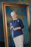 Μια αντανάκλαση καθρεφτών μιας όμορφης γυναίκας Στοκ Εικόνα