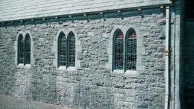 Μια απομονωμένη εκκλησία στη χώρα απόθεμα βίντεο