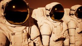 Μια αποσύνδεση των αστροναυτών που προετοιμάζονται να εξερευνήσει τον πλανήτη Άρης τρισδιάστατη απόδοση στοκ εικόνα