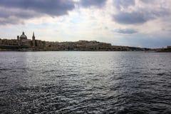 Μια απόμακρη πιθανότητα του ορίζοντα και Marsamxett Valletta στοκ φωτογραφία με δικαίωμα ελεύθερης χρήσης