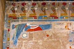 Μια από τις θεαματικές bas ανακουφίσεις στο ναό Hatshepsut σε Deir Al-Bahri κοντά σε Luxor στην Αίγυπτο στοκ εικόνες