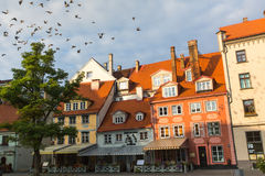 Μια από τις οδούς στη μεσαιωνική πόλη της παλαιάς Ρήγας Η Ρήγα είναι από καιρό χανσεατική πόλη, Στοκ εικόνα με δικαίωμα ελεύθερης χρήσης