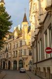 Μια από τις οδούς στη μεσαιωνική πόλη της παλαιάς Ρήγας Στοκ Εικόνα