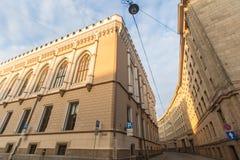 Μια από τις οδούς στη μεσαιωνική πόλη της παλαιάς Ρήγας Στοκ Φωτογραφίες