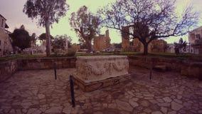 Μια αρχαία Σαρκοφάγος στο κέντρο της παλαιάς πόλης του μπουντρουμιού Famagusta Namik Kemal απόθεμα βίντεο