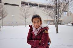 Μια ασιατική γυναίκα με το περιβάλλον χιονιού στην πόλη Sapporo, Ιαπωνία Janu στοκ φωτογραφία με δικαίωμα ελεύθερης χρήσης