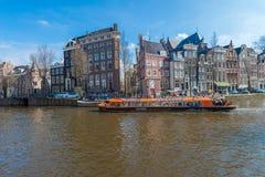 Μια βάρκα γύρου επίσκεψης στο Άμστερνταμ Στοκ Φωτογραφία