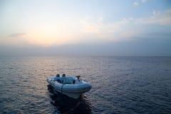 Μια βάρκα στη θάλασσα Πρωί Στοκ εικόνα με δικαίωμα ελεύθερης χρήσης