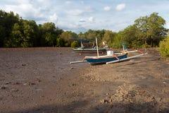 Μια βάρκα στη λάσπη Στοκ Φωτογραφία