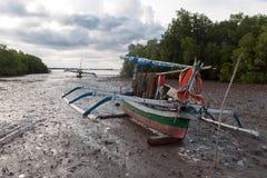 Μια βάρκα στη λάσπη Στοκ φωτογραφίες με δικαίωμα ελεύθερης χρήσης