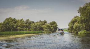 Μια βάρκα στη μέση του δέλτα Δούναβη Στοκ Εικόνες
