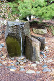 Μια βράζοντας πηγή νερού σε έναν κήπο Στοκ εικόνες με δικαίωμα ελεύθερης χρήσης