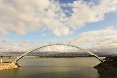 Μια γέφυρα αναστολής στην κρατική διαδρομή 188 της Αριζόνα Στοκ φωτογραφία με δικαίωμα ελεύθερης χρήσης